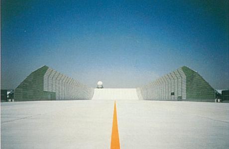 大阪国際空港大型防音壁
